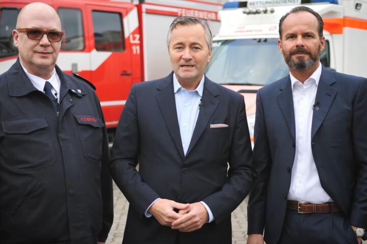 Elmar Eppels (Leitstelle Rhein-Kreis Neuss), Hannes Ametsreiter (CEO Vodafone Deutschland), Günter Huhle (Gründer EmergencyEye®) (v.l.)
