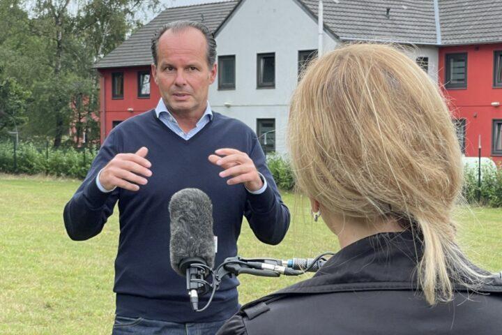 Prof. Dr. Günter Huhle im Interview mit dem WDR